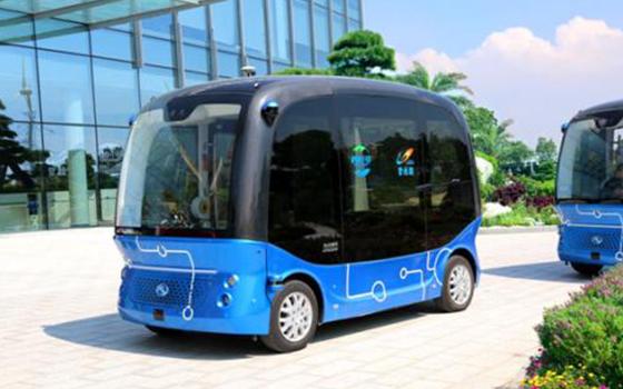 """全球首款L4级量产自动驾驶巴士""""阿波龙"""""""